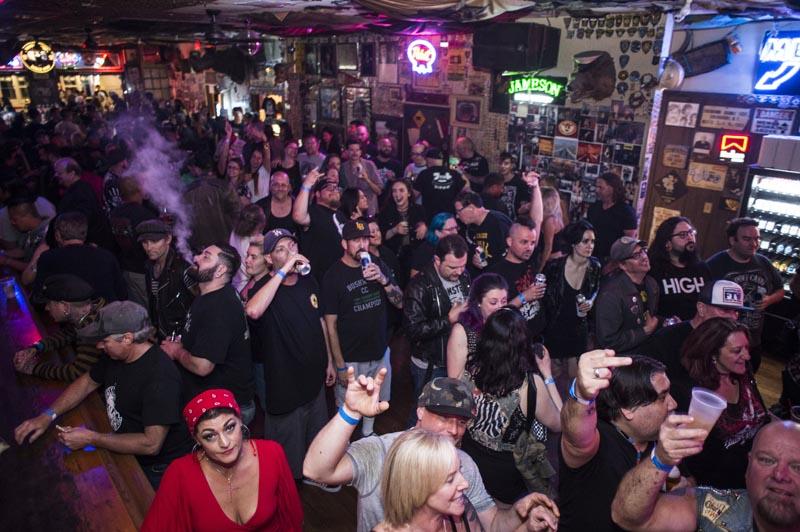 Hogs & Heifers Saloon Punk Rock Bowling_001126