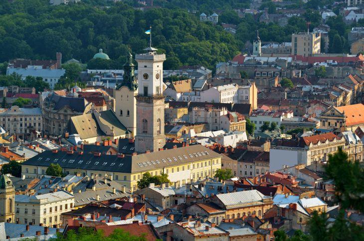 Lviv-Town-Hall-Rynok-Square_CS