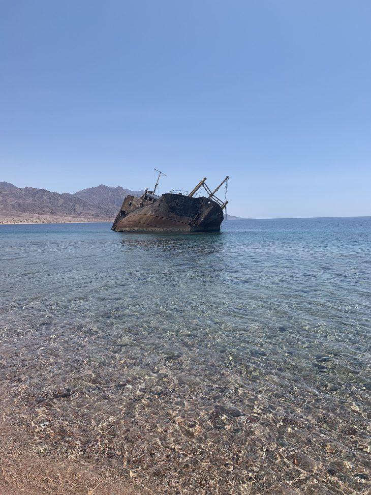 Haql şehri Kızıldeniz kıyısında bir gemi batığı