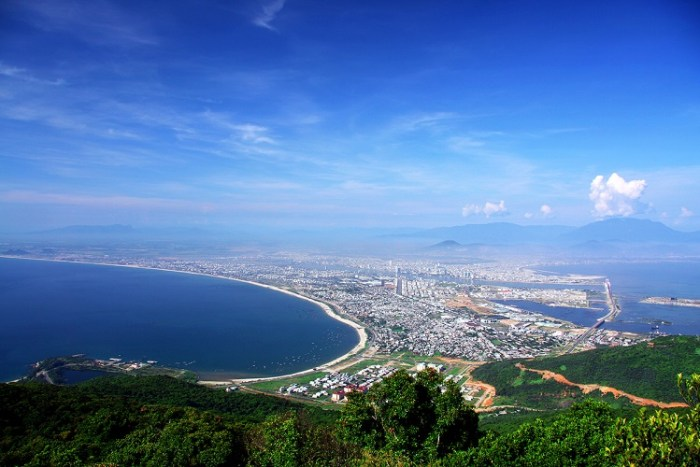 Danang to Son Tra mountain by private car