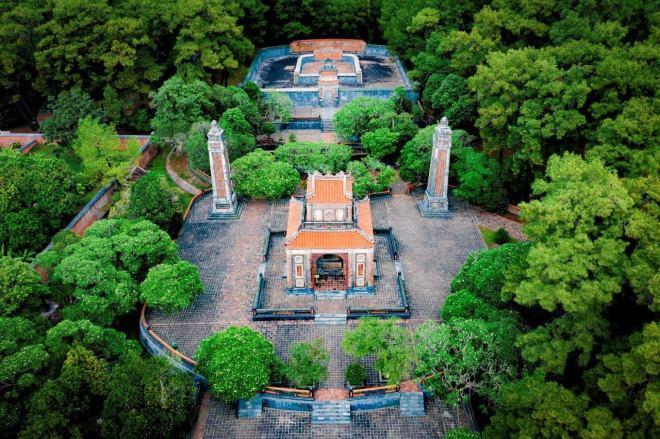 Hue-Royal-Tombs-Tour-Hoi-An-Private-Car