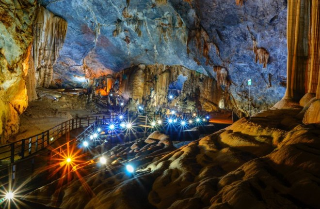 Hue-To-Paradise-Cave-By-Private-Car-Hoi-An-Private-Car