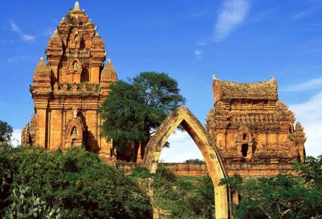 Nha-Trang-To-Mui-Ne-Private-Car-Hoi-An-Private-Car-Travel