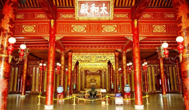 Hue-Imperial-City-Tour-Hoi-An-Private-Car-Travel-Transports