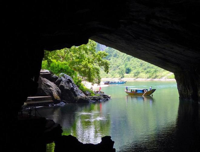 Hue-To-Phong-Nha-Cave-Tour-1-Day-Hoi-An-Private-Car-Travel