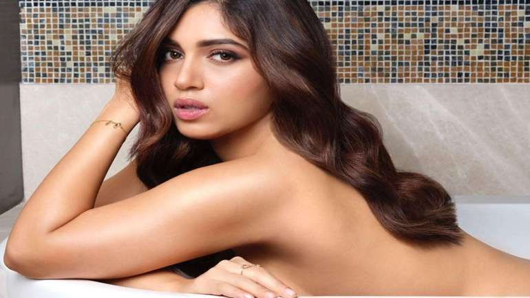 Top 15 Bollywood Actress Topless for The Photo Shoot of Dabboo ratnani calendar 108