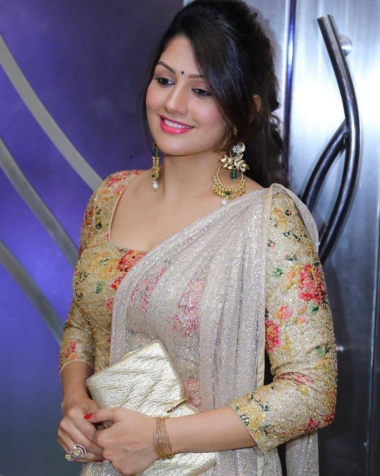 Radhika Kumaraswamy Wiki, Age, Biography, Movies, and Beautiful Photos 109