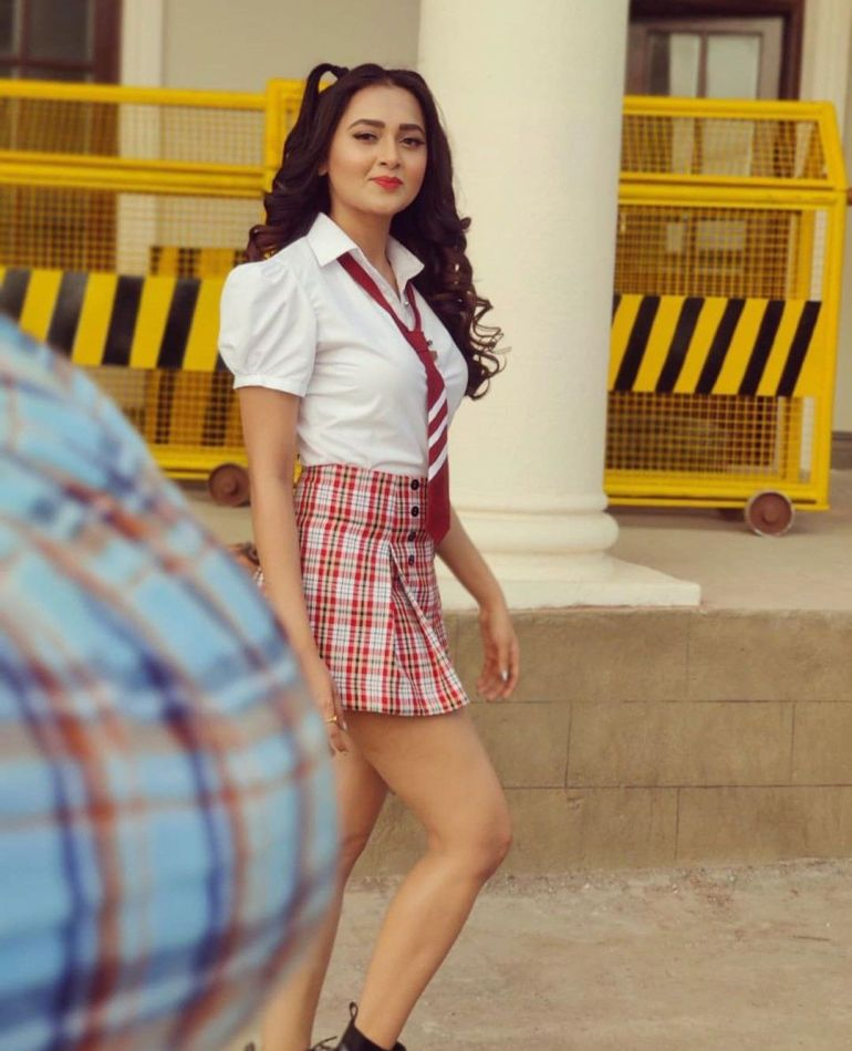 Which Indian actresses look Glamorous in school uniform? 139