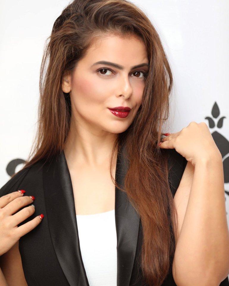 Alisha Abdullah Wiki, Age, Biography, Family, Career, and Beautiful Photos 131