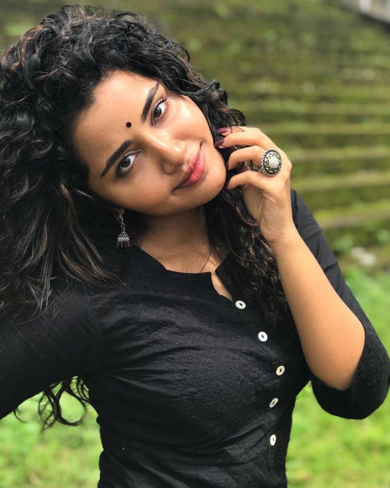 Anupama Parameswaran Wiki, Age, Biography, Movies, and Stunning Photos 116