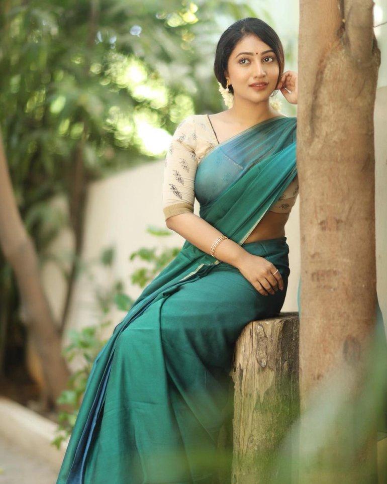 Bommu Lakshmi Wiki, Age, Biography, Movies, and Gorgeous Photos 108