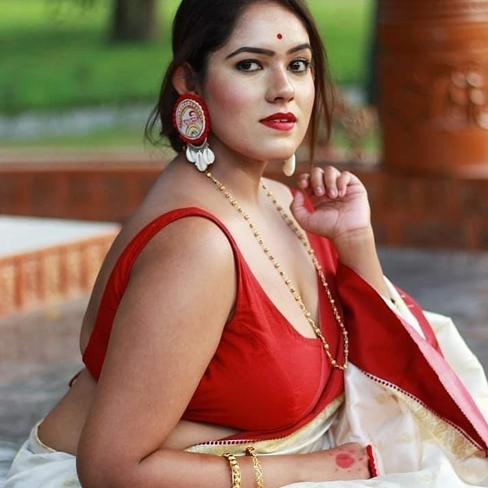 Bengali Model Dwiti Roy Wiki, Age, Biography, Movies, and Glamorous Photos 109