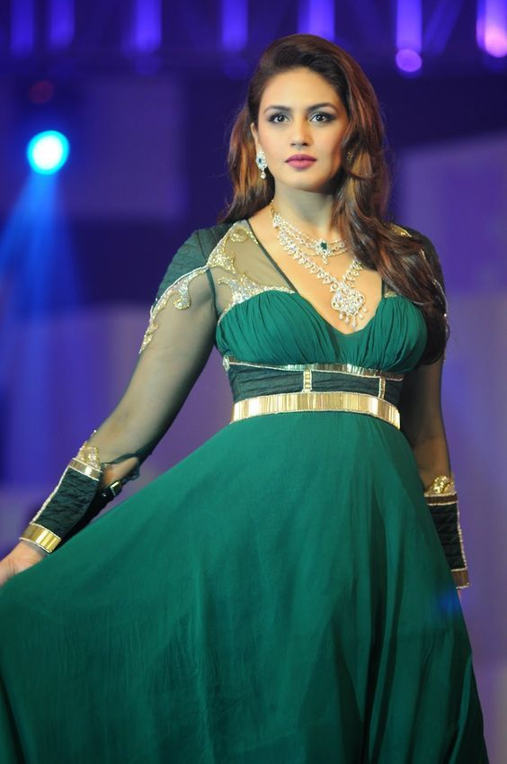 Huma Qureshi Wiki, Age, Biography, Movies, and Gorgeous Photos 105