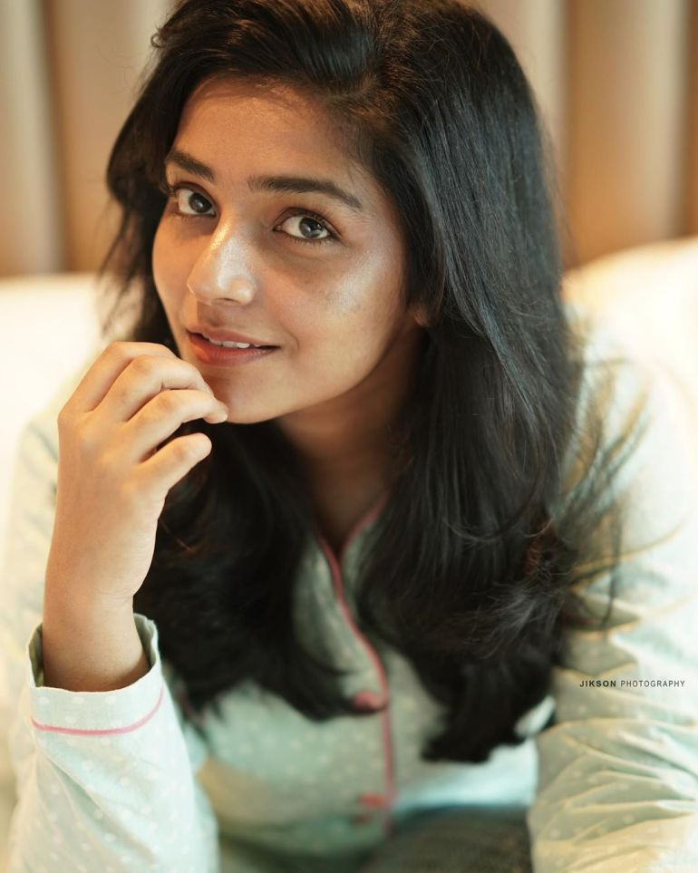 Rajisha Vijayan Wiki, Age, Biography, Movies, and Charming Photos 101