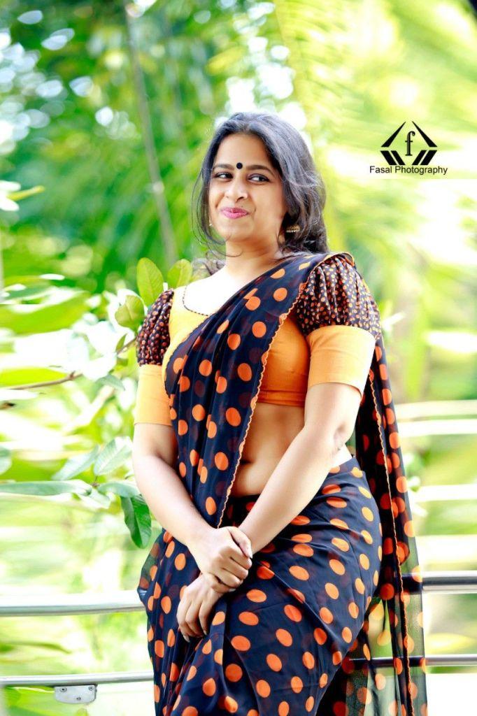 Sadhika Venugopal Wiki, Age, Biography, Movies, and Beautiful Photos 120
