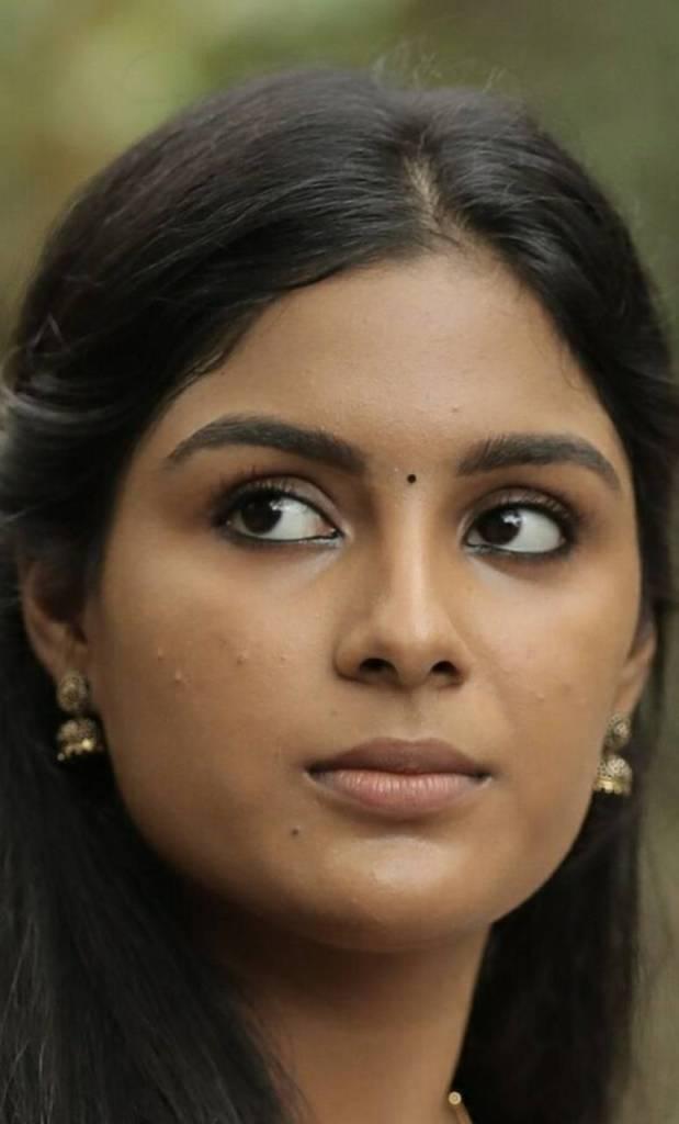 Samyuktha Menon Wiki, Age, Biography, Movies, and Gorgeous Photos 119