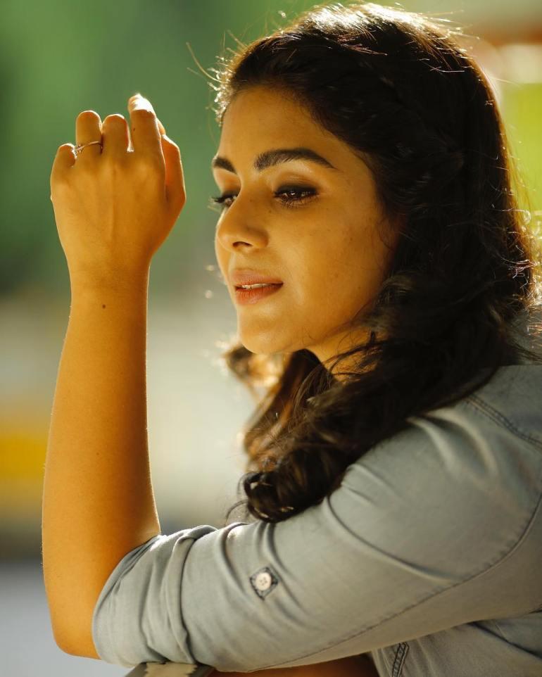 Samyuktha Menon Wiki, Age, Biography, Movies, and Gorgeous Photos 113