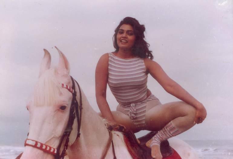 Silk Smitha Wiki, Age, Biography, Movies, and Stunning Photos 117