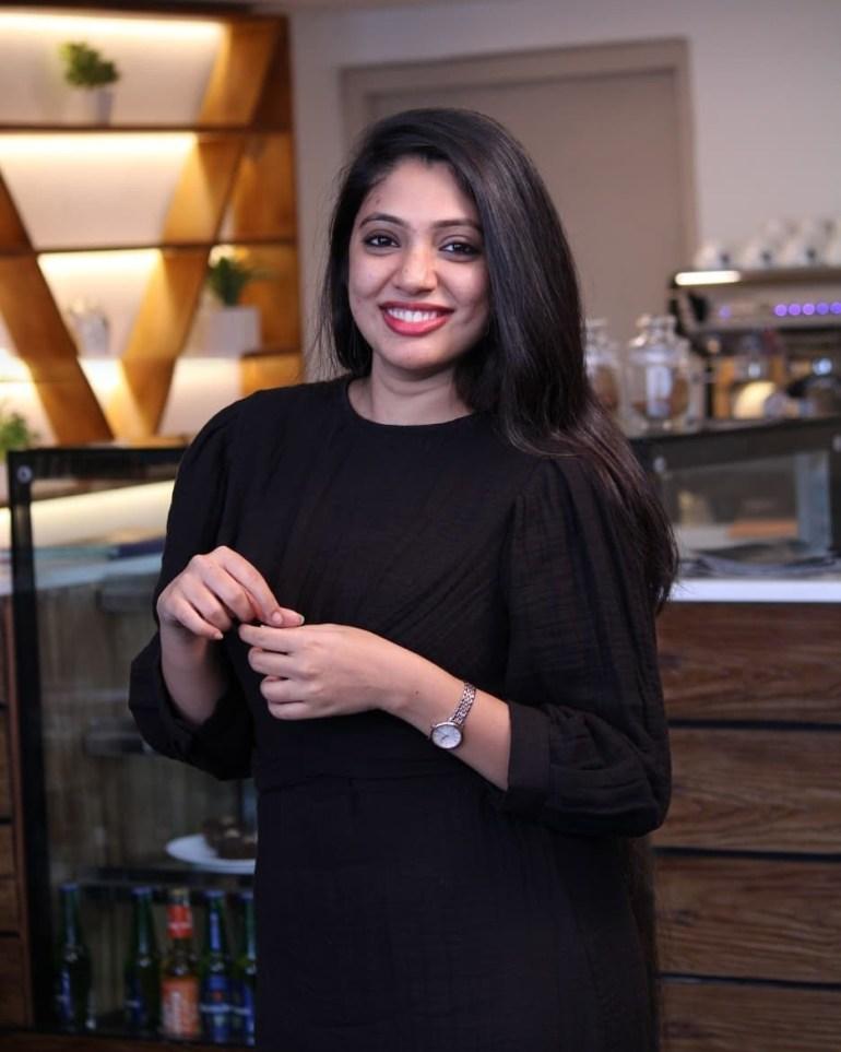 Veena Nandakumar Wiki, Age, Biography, Movies, and glamorous Photos 121