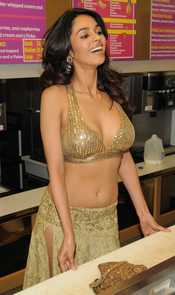Mallika Sherawat Wiki, Age, Biography, Movies, and Gorgeous Photos 102