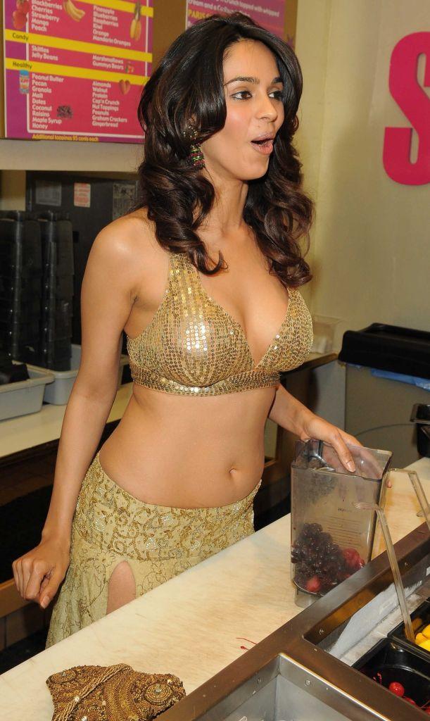 Mallika Sherawat Wiki, Age, Biography, Movies, and Gorgeous Photos 104