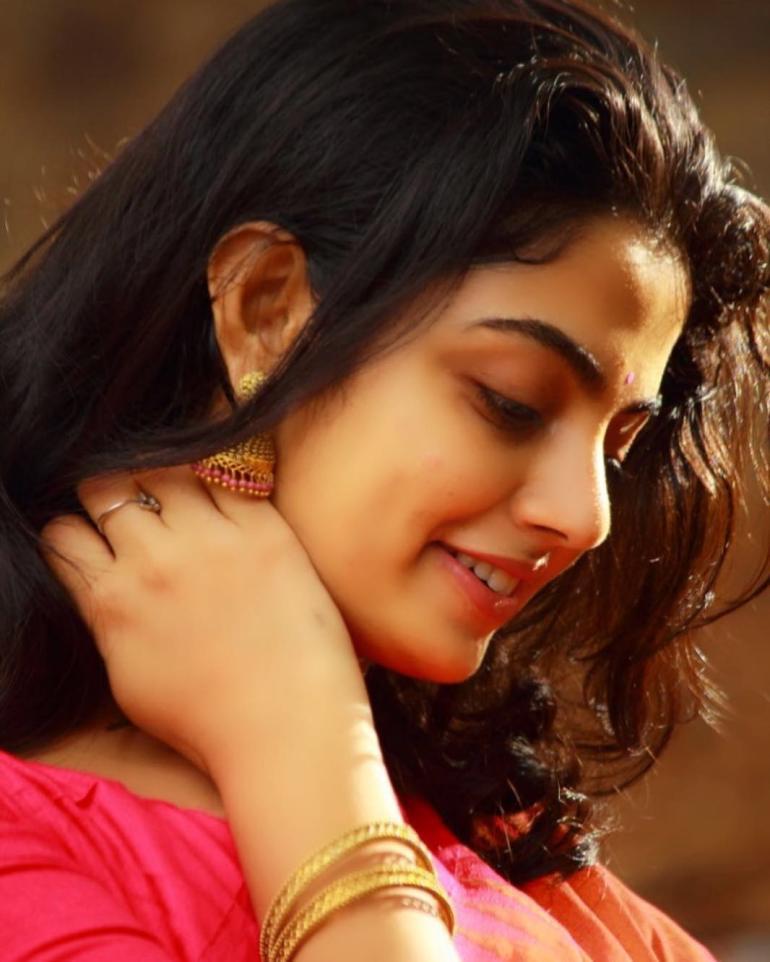 Nikhila Vimal Wiki, Age, Biography, Movies, and Beautiful Photos 111