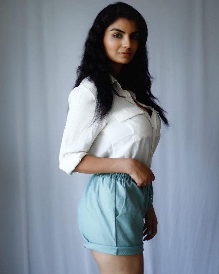 Anveshi Jain Wiki, Age, Biography, Movies, and Beautiful Photos 125
