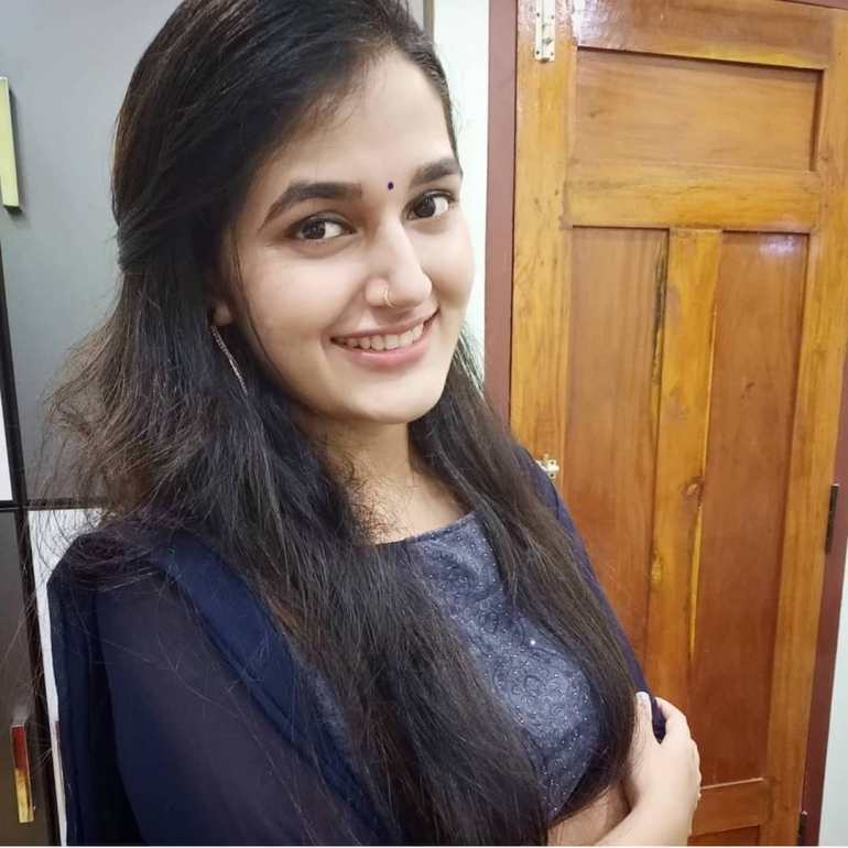 Aparna Janardanan Wiki, Age, Bio, Movies, Husband, Height, TV Shows, Photos 110