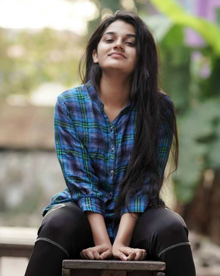 Aparna Janardanan Wiki, Age, Bio, Movies, Husband, Height, TV Shows, Photos 102