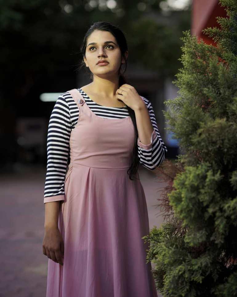 Aparna Janardanan Wiki, Age, Bio, Movies, Husband, Height, TV Shows, Photos 103