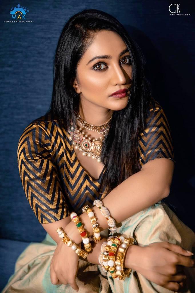 Bommu Lakshmi Wiki, Age, Biography, Movies, and Gorgeous Photos 121
