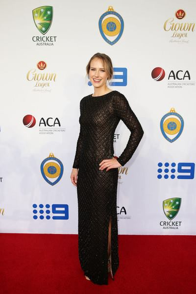 Australian cricketer Ellyse Perry Wiki, Age, Biography, Height, and Beautiful Photos 118