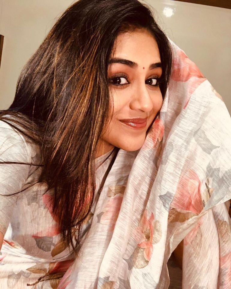 Indhuja Ravichandran Wiki, Age, Biography, Movies, and Beautiful Photos 111