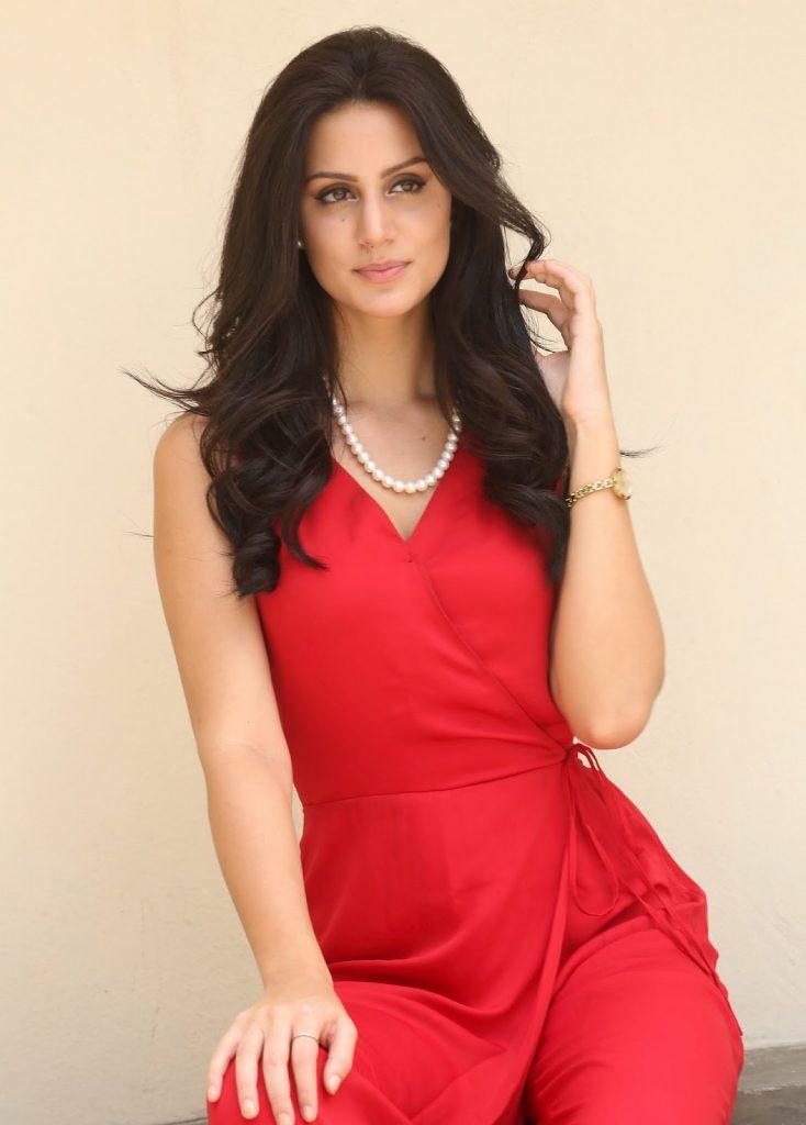 Larissa Bonesi Wiki, Age, Biography, Movies, and Beautiful Photos 121