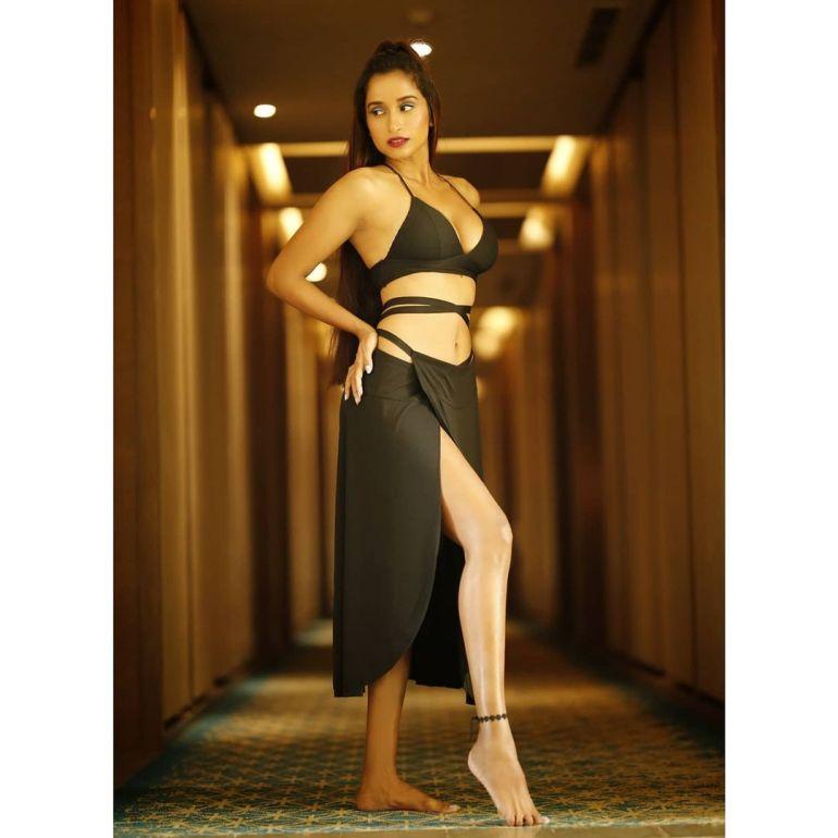 Pooja Bhalekar Wiki, Age, Biography, Movies, and Glamorous Photos 116