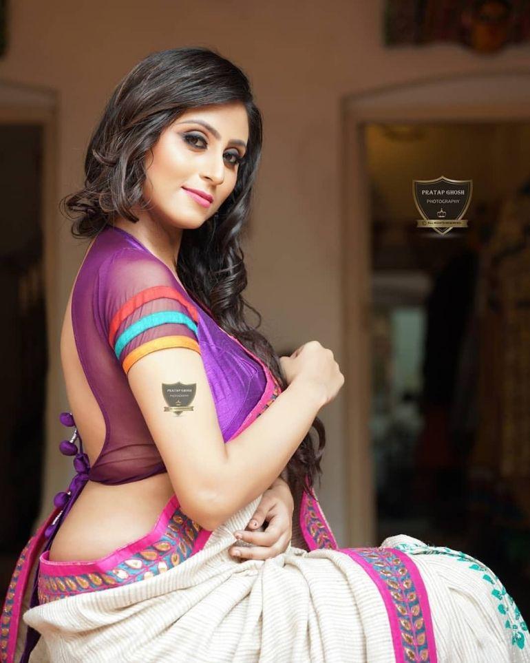 Bengali Model Priya Chakraborty Wiki, Age, Biography, Movies, and Beautiful Photos 125