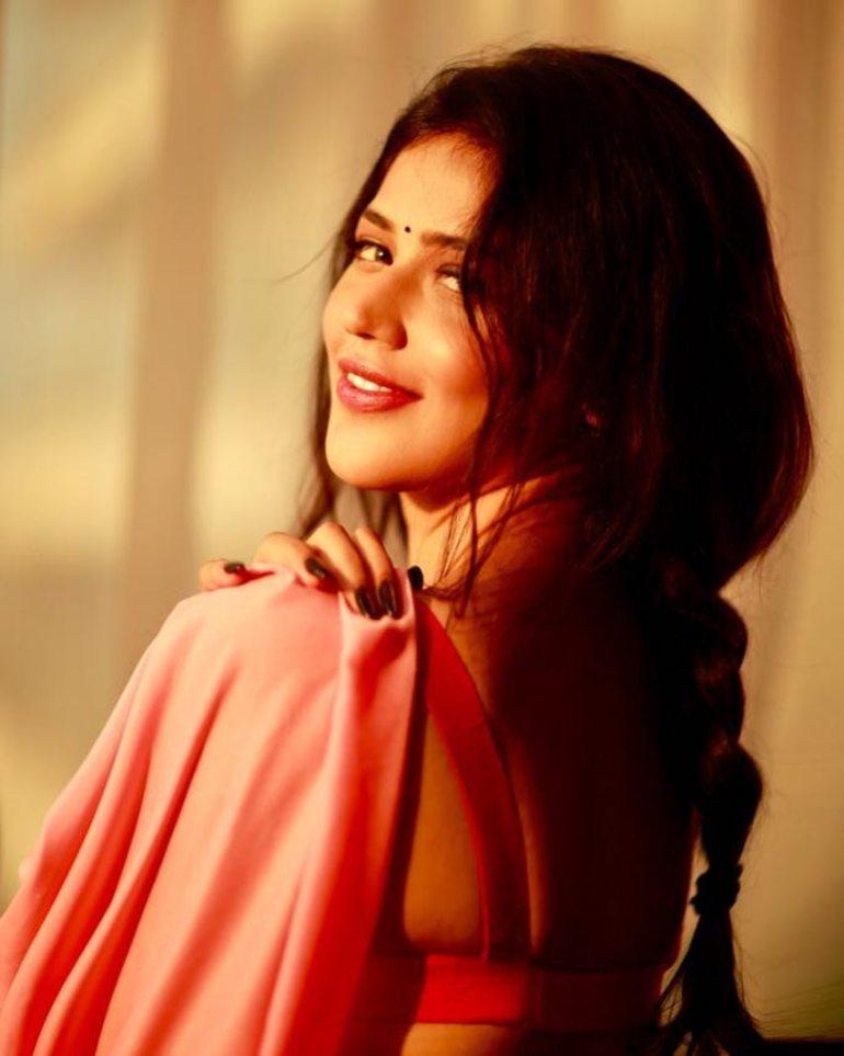 Priyanka Jawalkar Wiki, Age, Biography, Movies, and Stunning Photos 110