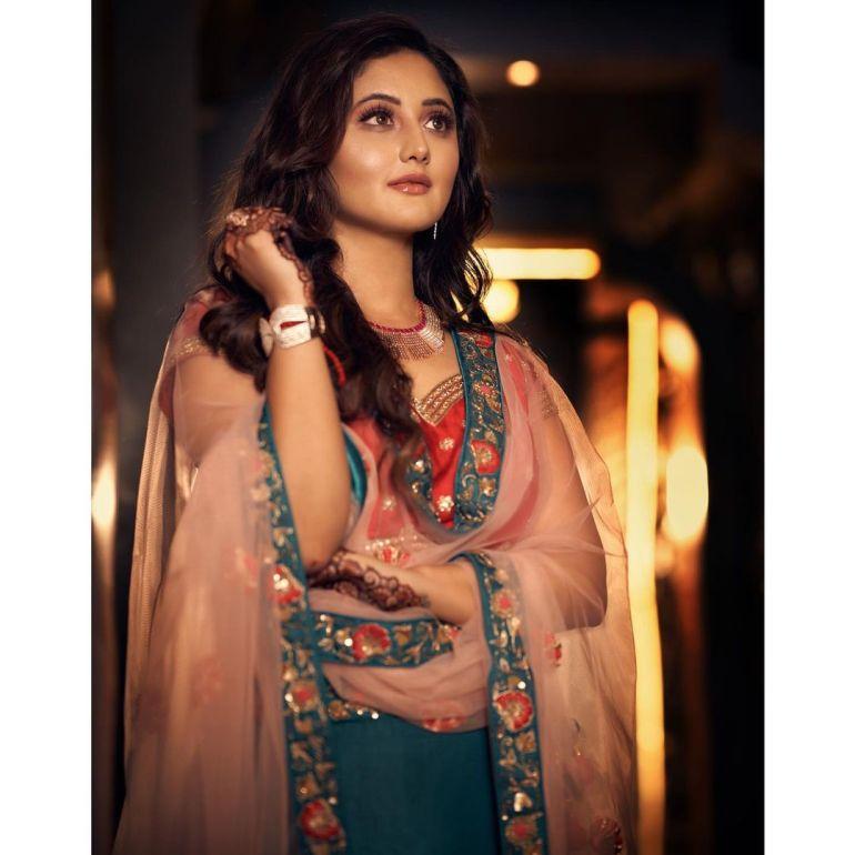 Rashmi Desai Wiki, Age, Biography, Movies, and Beautiful Photos 128