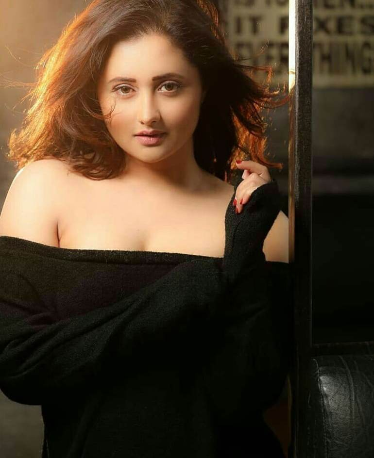 Rashmi Desai Wiki, Age, Biography, Movies, and Beautiful Photos 129