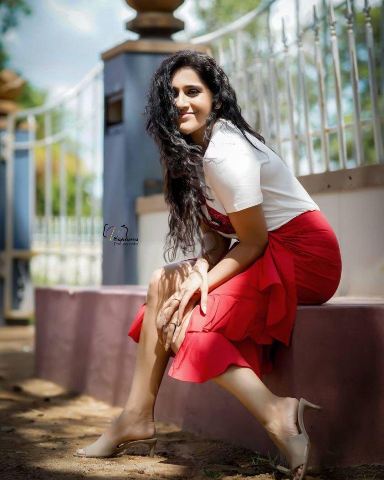 Rashmi Gautam Wiki, Age, Biography, Movies, and Gorgeous Photos 102