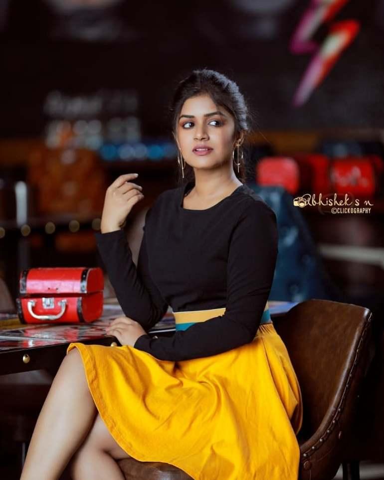 21+ Beautiful Photos of Sanjana Anand 125
