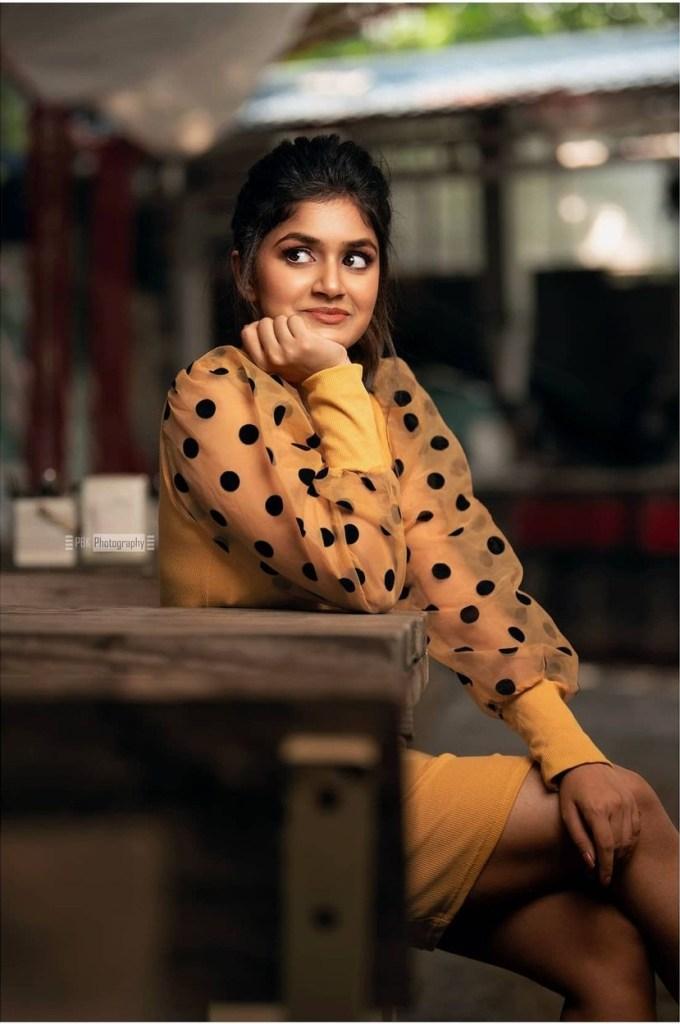 21+ Beautiful Photos of Sanjana Anand 128