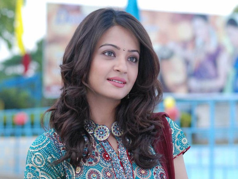 Surveen Chawla Wiki, Age, Biography, Movies, and Stunning Photos 133