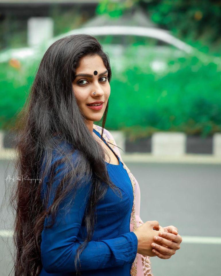 Swasika Vijay Wiki, Age, Biography, Movies, and Stunning Photos 99