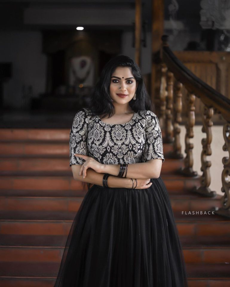Swasika Vijay Wiki, Age, Biography, Movies, and Stunning Photos 118