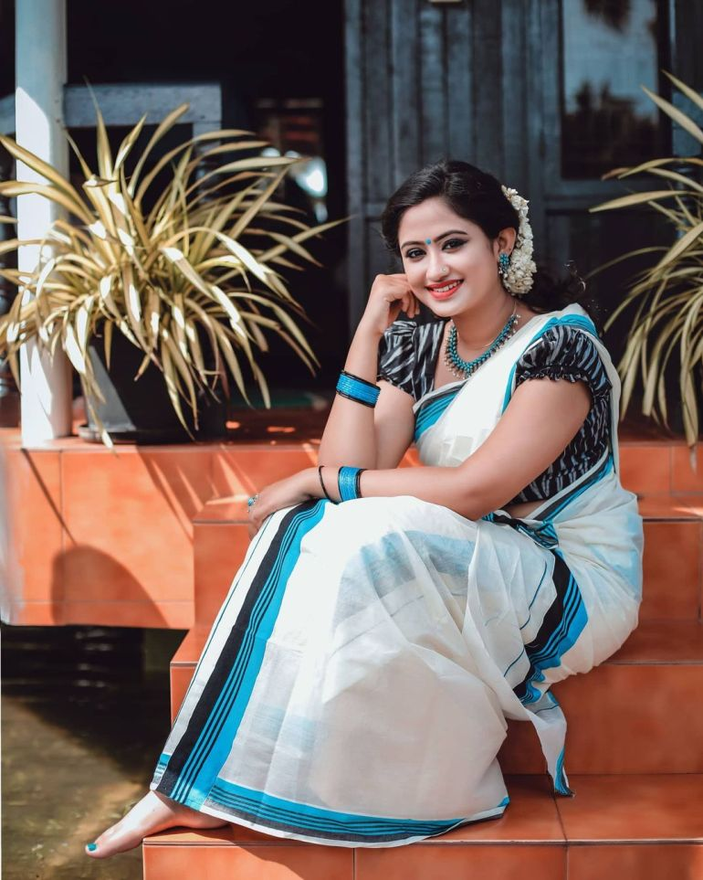 Swathy Nithyanand Bio, Wiki, Age, Husband, Serial, and Beautiful Photos 130