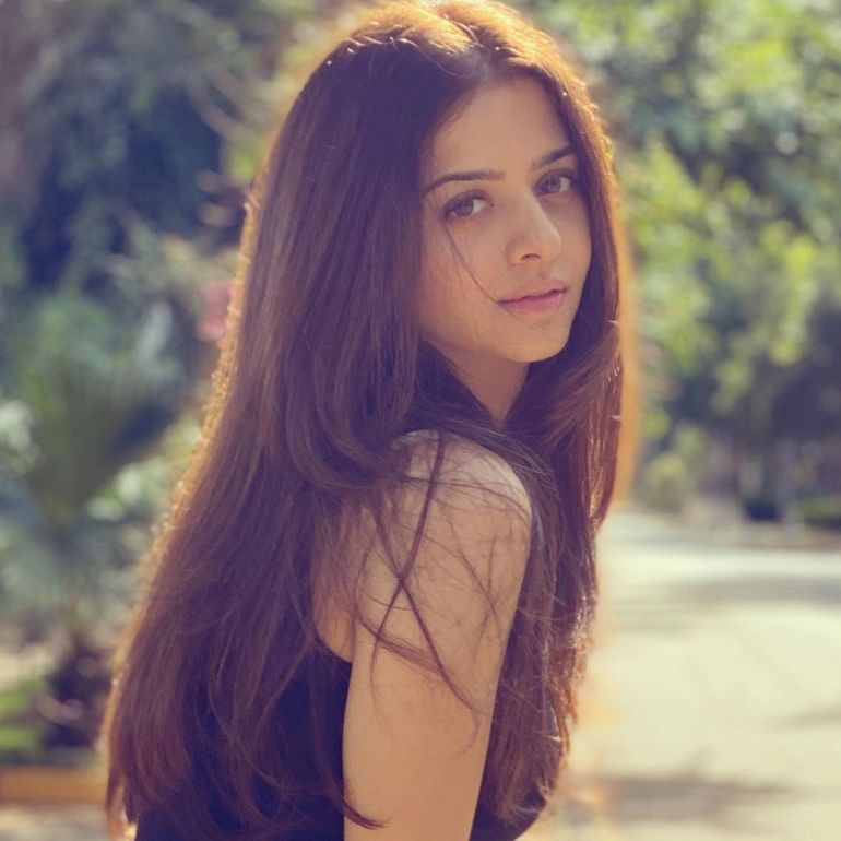 Vedhika Wiki, Age, Biography, Movies, and Gorgeous Photos 102