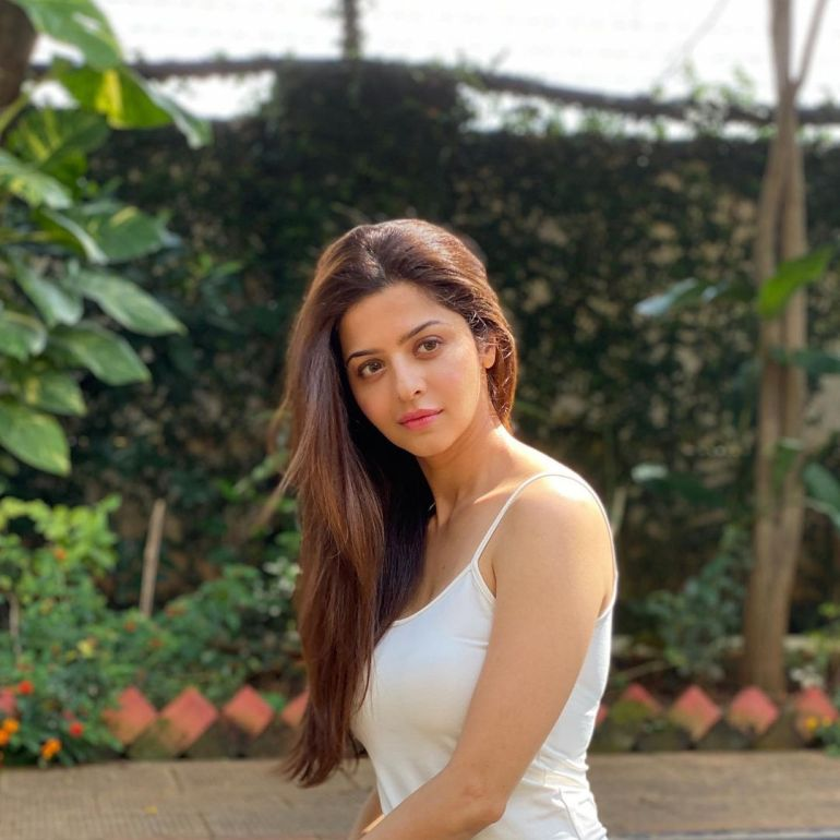 Vedhika Wiki, Age, Biography, Movies, and Gorgeous Photos 106