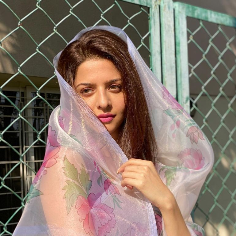 Vedhika Wiki, Age, Biography, Movies, and Gorgeous Photos 108