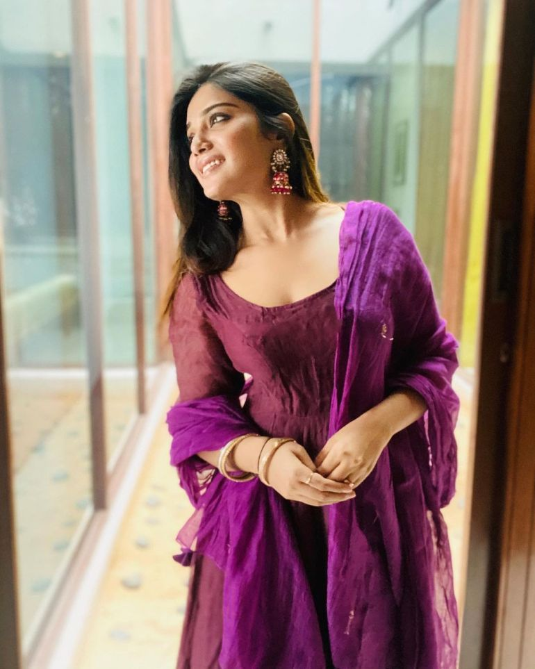 Aathmika Wiki, Age, Biography, Movies, and Stunning Photos 111